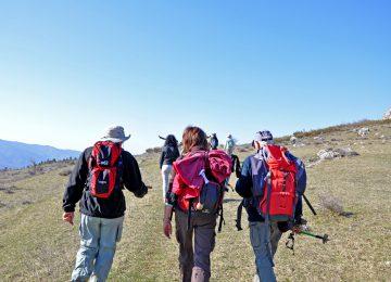 Trekking su lunga distanza per gli itinerari dei sentieri delle Alpes de Haute Provence.
