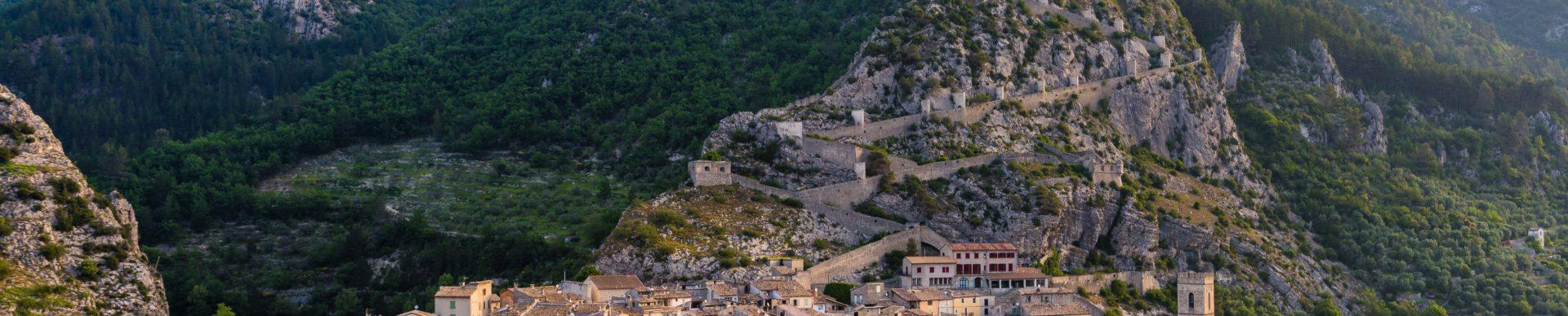 Entrevaux citadelle (roccaforte) fortificata Vauban ©T. Verneuil
