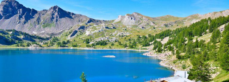 rifugi sul lago di Allos nel Parco nazionale del Mercantour