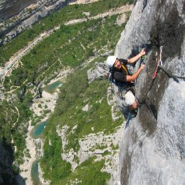 Climbing - Rope up in Gorges du Verdon ©Lionel