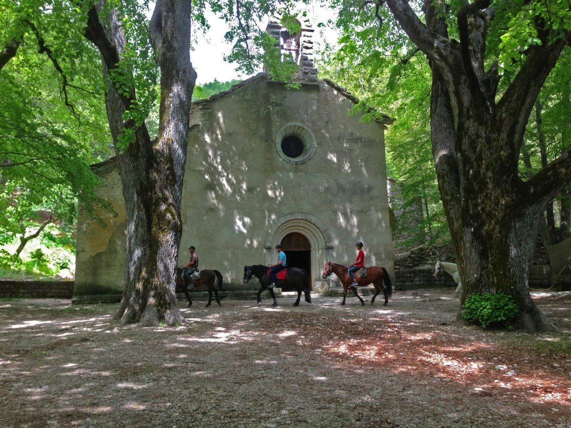 Sport equestri nelle Haute-Provence Luberon montagne de Lure